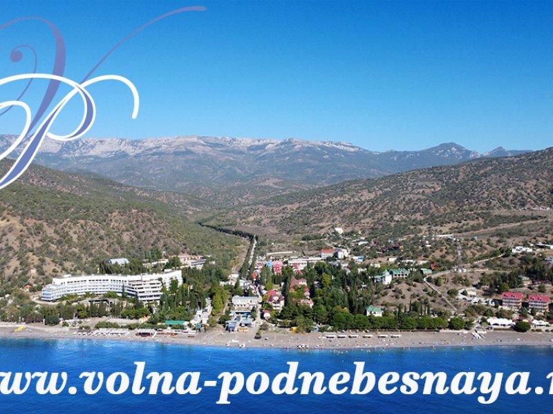 Вид с моря на пляж Канакской балки (Канаки).Крым, г. Алушта, с. Приветное, Канака (Канакская балка).